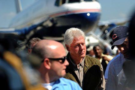 Bill Clinton arrives in Haiti to survey quake damage