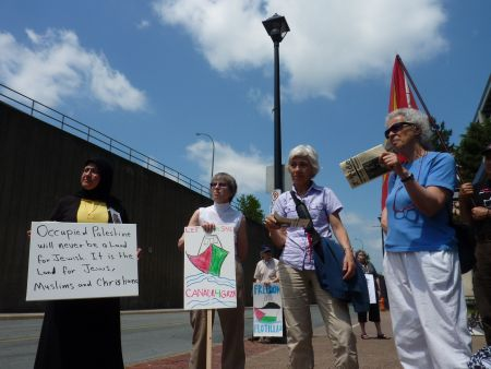 Samira Taha (CAJJP), Linda Scherzinger (CAJJP, Canadian Friends of Sabeel), Winniefred Kwak, Ruth Gamberg (IJV).