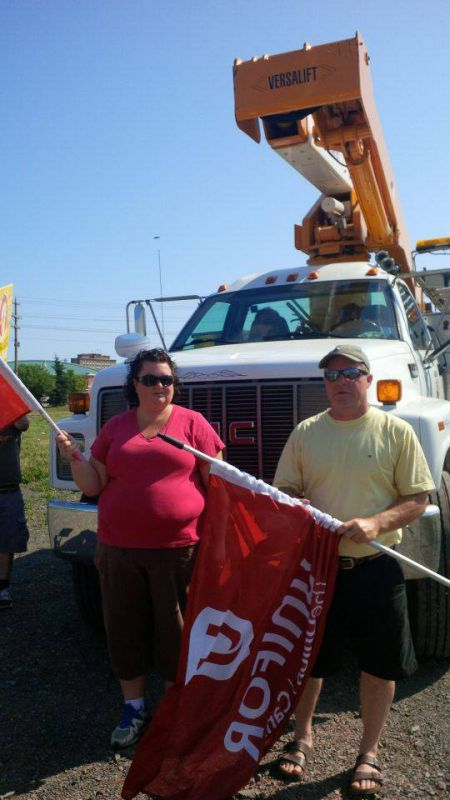 Unifor Canada activists joined the town's locked-out electrical workers this afternoon on the picket line at an electrical sub-station where a contractor was doing repairs. Photo Facebook