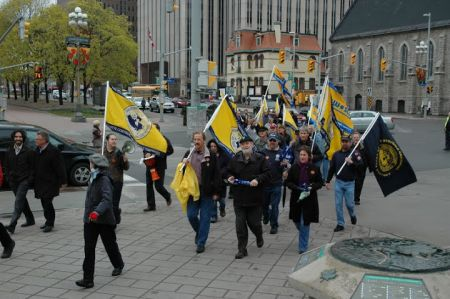 Denis Lemelin and CUPW members [Photo: CUPW]
