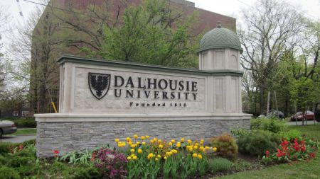 150 Dalhousie postdoc researchers overwhelmingly voted to join a union.  PSAC organizer Dave Shaw talks about the issues that were behind the successful union drive.