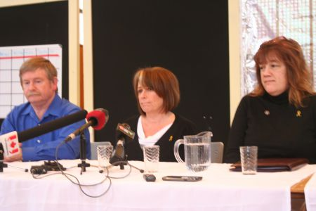 Victor Murphy, Brenda Hardiman and Cindy Carruthers at the press conference.  Photo Robert Devet