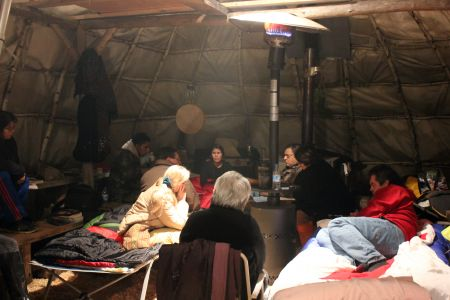 Hunger strikers Young and Sock discuss with Chief Gloade and grassroots Mi'kmaq at Millbrook Porcupine Lodge. [Photo: Bryson Syliboy]