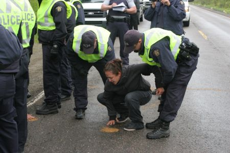 RCMP arrest Patles. [Photo: M. Howe]