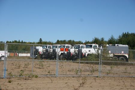 Thumpers behind an inner fenced compound. Unverified rumours sugest the land is Irving-owned. [Photo: M. Howe]