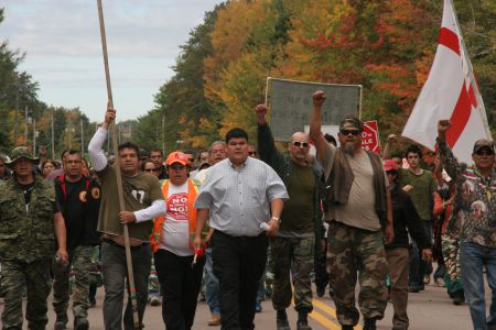 Chief Arren Sock of Elsipogtog First Nation, flanked by hundreds. [Photo: M. Howe]