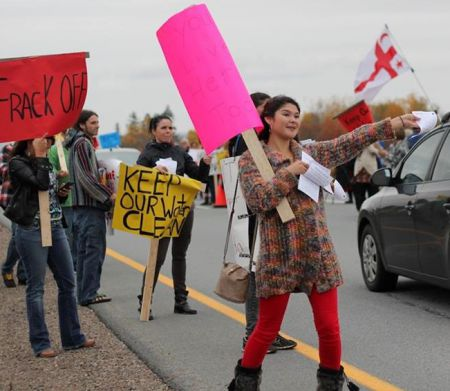 Pamphlets included information on the threat of fracking, police repression in New Brunswick, and what people can do to help.   Photo: Aube Giroux
