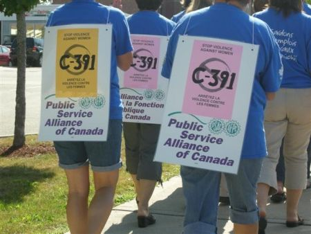 PSAC members at the registry office in Miramichi protest the anticipated scrapping of the long-gun registry