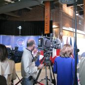 The press awaits the arrival of the ministers