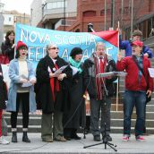 Solidari-glee lead the crowd in a rousing rendition of the Internationale. Photo Robert Devet