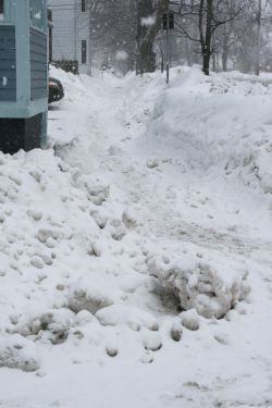 A Halifax sidewalk: a difficult passage.